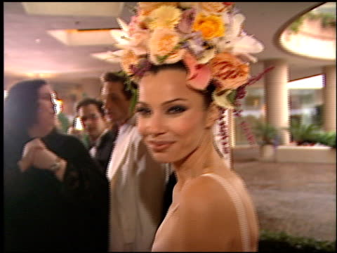 stockvideo's en b-roll-footage met fran drescher at the 1996 golden globe awards at the beverly hilton in beverly hills california on january 21 1996 - 1996