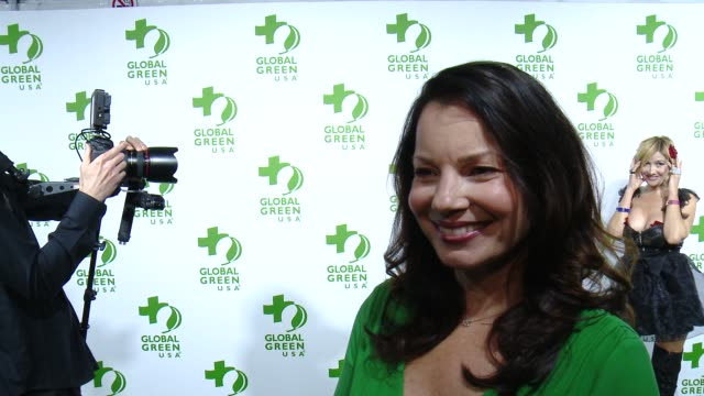 vídeos de stock, filmes e b-roll de interview fran drescher on the event and on making the planet greener at the global green usa 12th annual preoscar® party avalon on february 18 2015... - oscar party