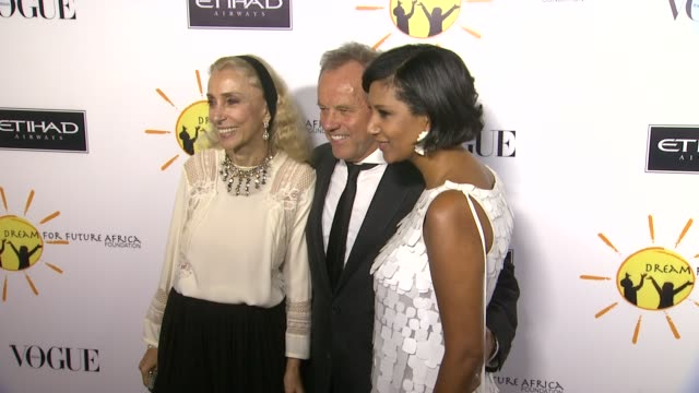 franca sozzani, wolfgang puck, gelila puck at gelila and wolfgang puck's dream for future africa foundation gala in beverly hills, ca, on . - ウォルフギャング パック点の映像素材/bロール