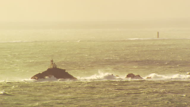 france, bretagne: tevennec lighthouse under twilight - ブルターニュ点の映像素材/bロール