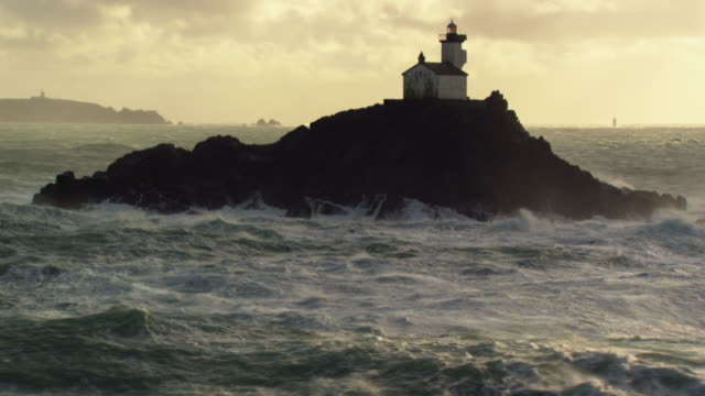 vidéos et rushes de france, bretagne: tevennec lighthouse under twilight - phare