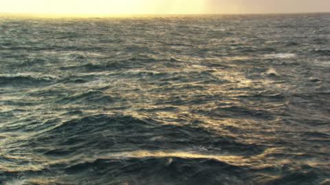 vídeos de stock, filmes e b-roll de france, bretagne: waves on atlantic ocean - oceano atlântico