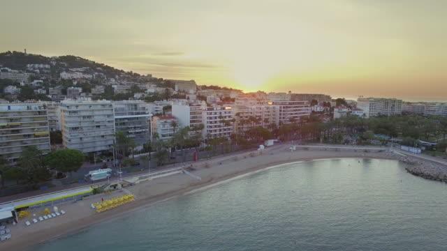 vidéos et rushes de france, cannes, aerial view over the croisette at sunrise - cannes