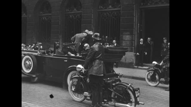 [france, date unknown] vs winston churchill rides in open automobile in parade as enthusiastic crowds line streets; he tips his top hat, gives v sign... - premierminister stock-videos und b-roll-filmmaterial