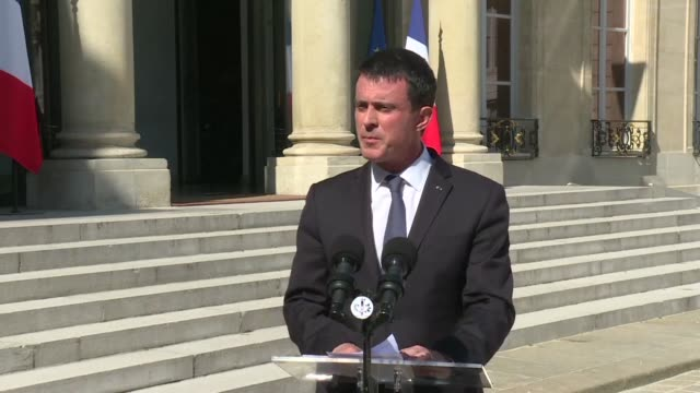 stockvideo's en b-roll-footage met france has declared three days of national mourning from saturday after at least 84 people were mown down by a truck while watching a bastille day... - rouwende