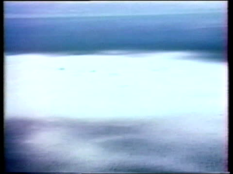 vídeos de stock, filmes e b-roll de france nuclear test row; itn lib mururoa atoll airv nuclear detonation at sea - polinésia francesa