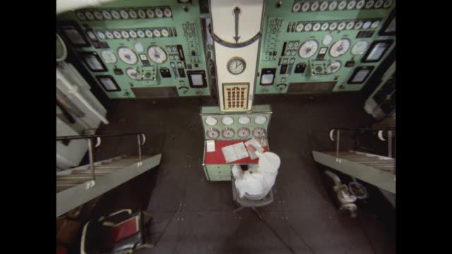 stockvideo's en b-roll-footage met 1968 - ss france ocean liner - engine room - machinekamer