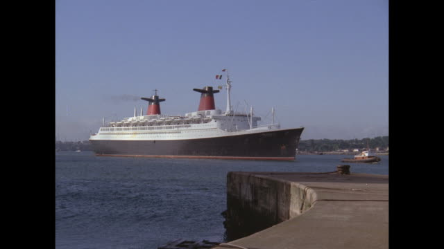 1968 - ss france ocean liner in port of southamton - 客船点の映像素材/bロール
