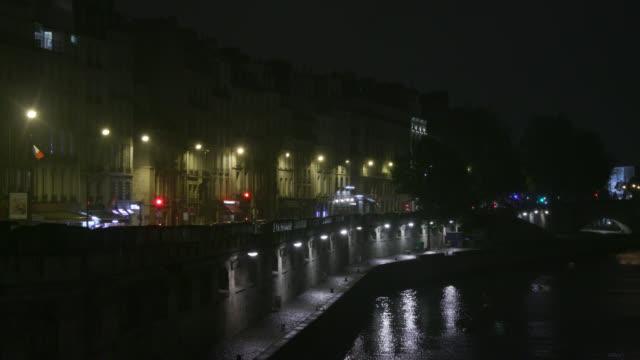 france, paris, river seine, night. under the rain - electric lamp点の映像素材/bロール