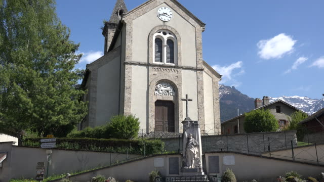 vidéos et rushes de france revel belledonne church zoom in on carving - église