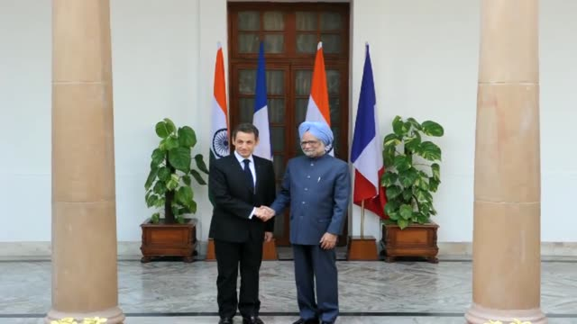 stockvideo's en b-roll-footage met france signed a 93billiondollar framework agreement to sell two nuclear reactors to india on monday during a tradecentred visit by french president... - meer dan 50 seconden