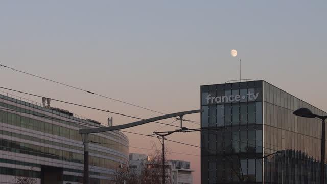 france televisions (france tv) headquarters - 2000 2010 stil bildbanksvideor och videomaterial från bakom kulisserna