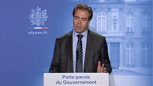 france took a radically new line on its public finances wednesday unveiling the toughest spending cuts in 50 years to bolster its position as a key... - nackenrolle kopfkissen stock-videos und b-roll-filmmaterial