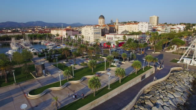 vidéos et rushes de france, var, aerial view of saint raphael's harbor - var