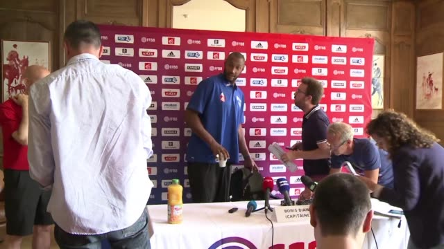 vídeos y material grabado en eventos de stock de france's basketball team starts training ahead of the 2015 eurobasket in september where they will be playing rival teams as both host and defending... - aquitania