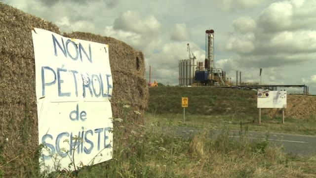 frances constitutional council on friday upheld a law banning fracking the controversial process used to extract shale oil and gas from the ground... - argillite video stock e b–roll