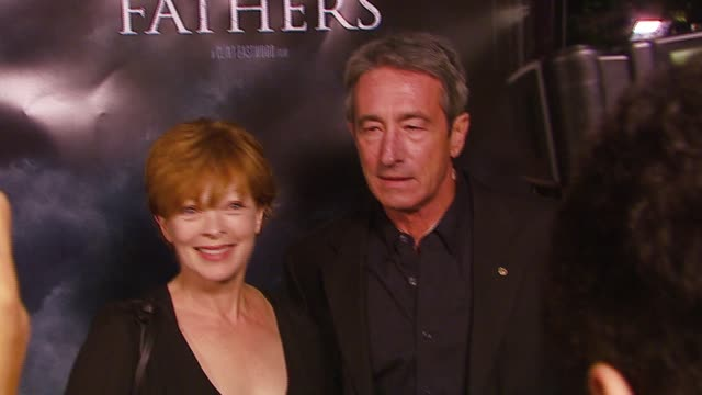 vídeos de stock, filmes e b-roll de frances fisher and richard chavez at the 'flags of our fathers' los angeles premiere at academy of motion picture arts sciences in los angeles... - academy of motion picture arts and sciences