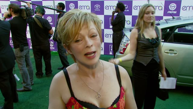 frances fisher on attending the event on if the entertainment industry has a responsibility to spread environmental awareness and on one thing others... - ウィルシアーエベル劇場点の映像素材/bロール