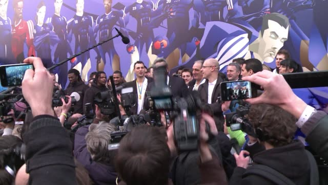 vídeos de stock, filmes e b-roll de france's handball team have been greeted like heroes on the champs-elysees, after making history with a thrilling 37-35 victory over denmark after... - 50 segundos ou mais