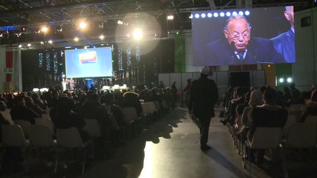vídeos de stock, filmes e b-roll de frances largest annual gathering of muslims is held in le bourget this weekend amid heightened tensions following the attack on french satirical... - sátira