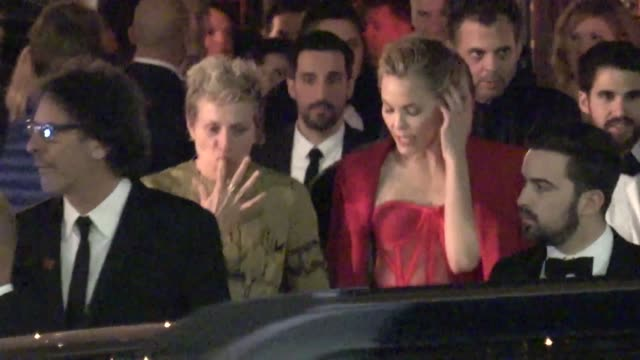 frances mcdormand outside the vanity fair oscar party in beverly hills in celebrity sightings in los angeles, - oscar party点の映像素材/bロール