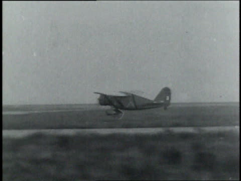 vídeos y material grabado en eventos de stock de francesco de pinedo in the cockpit of a plane / airplane propeller spinning / airplane bumping along runway, then crashing and burning - 1933