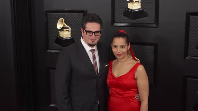 vidéos et rushes de francesco turrisi and rhiannon giddens at the 62nd annual grammy awards arrivals at staples center on january 26 2020 in los angeles california - grammy awards