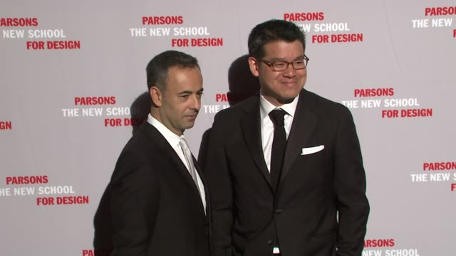 francisco costa and peter som at the 2009 parsons fashion benefit honoring calvin klein at new york ny - peter som marchio di design video stock e b–roll