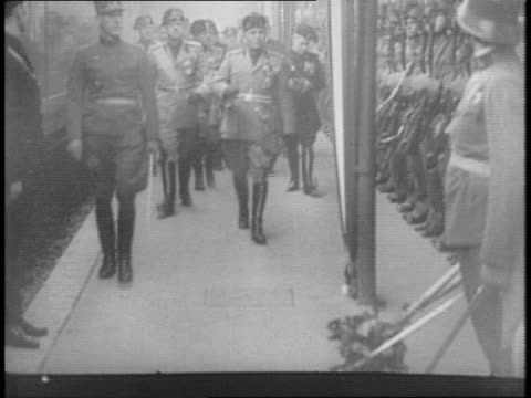 francisco franco and benito mussolini inspecting a line of soldiers in italy / mussolini walking with officers in front of line of soldiers /... - benito mussolini bildbanksvideor och videomaterial från bakom kulisserna