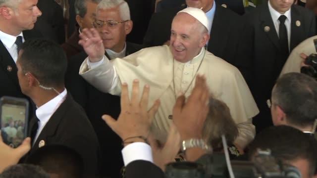 Francisco pidio el domingo una salida pacifica para la grave situacion en Venezuela en el ultimo dia de su visita a Panama por la Jornada Mundial de...