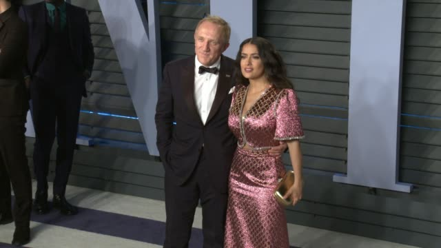 vídeos de stock, filmes e b-roll de francoishenri pinault salma hayek at 2018 vanity fair oscar party on march 04 2018 in beverly hills california - salma hayek