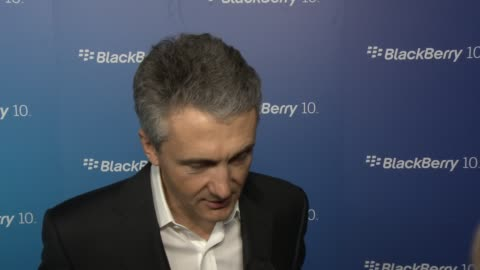 vídeos de stock e filmes b-roll de frank boulben from blackberry on the z10 and on the q10 and what users can expect from this new generation of blackberry at blackberry celebrates the... - generation z