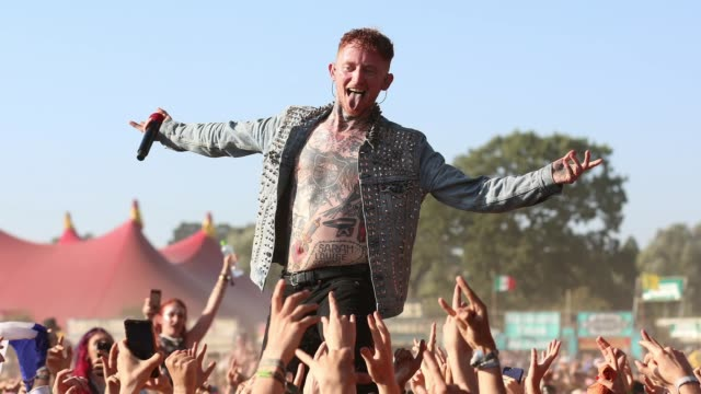 frank carter of frank carter the rattlesnakes performs live on the main stage during day three of reading festival 2019 at richfield avenue on august... - summer stock videos & royalty-free footage