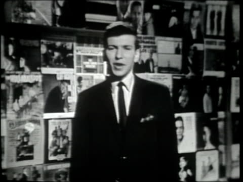 stockvideo's en b-roll-footage met frank sinatra jr introduces joseph gilbert edward brown aka joe and eddie they sing an excerpt from a gospel song - gospelmuziek