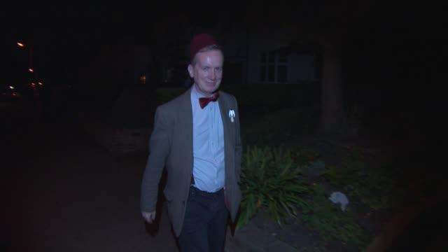 frank skinner at jonathan ross's halloween party arrivals on october 31, 2014 in london, england. - イギリスのブロードキャスター ジョナサン・ロス点の映像素材/bロール