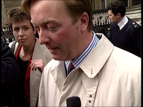 frank warren libel case; ext tcms warren out of court surrounded by photographers cms frank warren intvwd sof -the consent issue clouded the reason... - 文書による名誉棄損点の映像素材/bロール