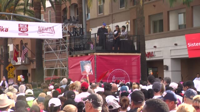 frank zarabi of marika at 21st annual eif revlon run walk for women in los angeles, ca 5/10/14 - レブロン点の映像素材/bロール