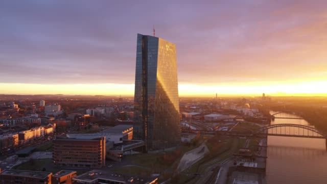 frankfurt am main - aerial - sunrise - ecb building - sonnenaufgang stock-videos und b-roll-filmmaterial