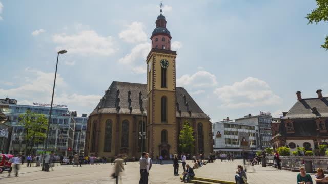 frankfurt am main - hyperlapse at hauptwache - st.-katharinen-kirche - kirche stock videos and b-roll footage