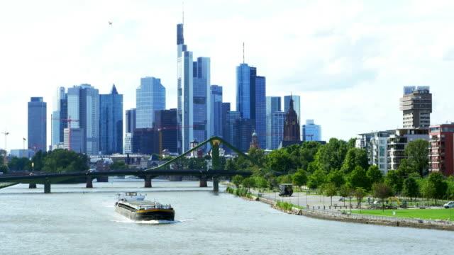 frankfurt am main skyline cinemagramm - bankenviertel stock-videos und b-roll-filmmaterial