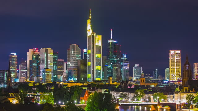 T/L Frankfurt am Main - Skyline / City Center - closeup timelapse at night