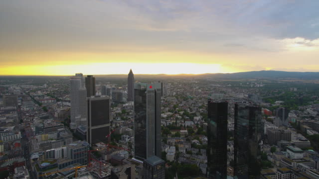 frankfurt am main sunset behind frankfurt's financial district - wide angle - frankfurt main stock videos & royalty-free footage
