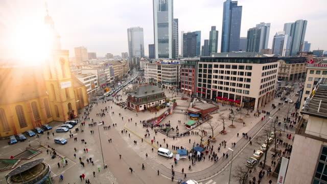 frankfurt downtown mit sonne, zeitraffer - zeitraffer stock-videos und b-roll-filmmaterial