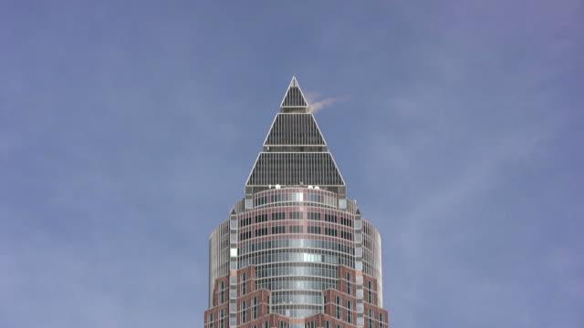 frankfurt messeturm (hd - hoch position stock-videos und b-roll-filmmaterial