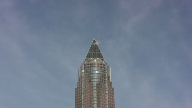 frankfurt messeturm (hd - dreieck stock-videos und b-roll-filmmaterial