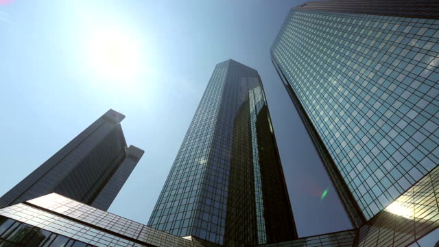 stockvideo's en b-roll-footage met frankfurt skyscrapers, germany - pannen
