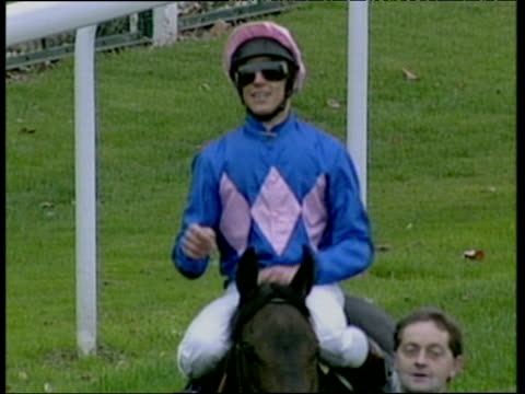 frankie dettori signals that he's just rode his seventh winner in one day royal ascot september 1996 - pferdeartige stock-videos und b-roll-filmmaterial