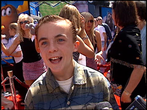 frankie muniz at the premiere of 'the adventures of rocky and bullwinkle' at universal in universal city california on june 24 2000 - the adventures of rocky and bullwinkle 2000 film stock videos & royalty-free footage
