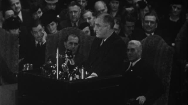 franklin d roosevelt having speech saying he considers it duty to answer falsifications with facts / usa - 1932年点の映像素材/bロール