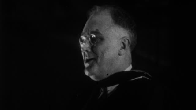 franklin d roosevelt having speech to university students joking about people thinking he is ogre / usa - 1932 stock-videos und b-roll-filmmaterial